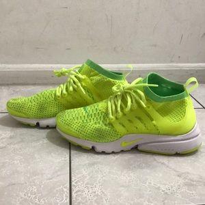 Nike Air Presto Flyknit Ultra in Volt